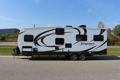 Pre-Owned 2015 FOREST RIVER VENGEANCE 27BH